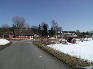 Busenevej 1 er det første der møder en, når man kommer til byen ad Hovvejen.
